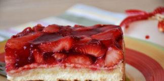 Przepis na ciasto z truskawkami - jak upiec ciasto z truskawkami?